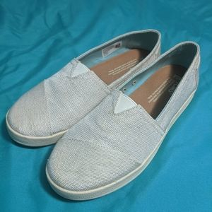 Cute and fashionable never-worn Toms